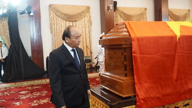 Thủ tướng Nguyễn Xuân Phúc hôm nay lại vào viếng nguyên Thủ tướng Phan Văn Khải.