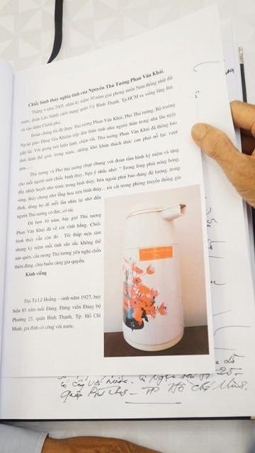 Trong cuốn sổ tang có cả hình ảnh những di vật liên quan đến cuộc đời và sự nghiệp của nguyên Thủ tướng Phan Văn Khải.
