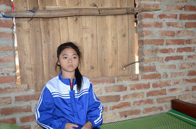 Đứa con gái nhỏ Đặng Thị Thu Thủy(sinh năm 2006), mắc bệnh bướu cổ từ nhỏ