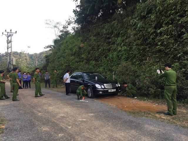 Cảnh sát khám nghiệm hiện trường vụ việc.