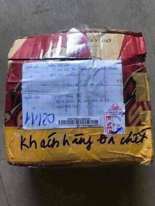 Khách hàng đã chết là chú thích được ghi trên gói hàng bị trả lại này. Gặp tình huống này thì chắc chủ shop cũng chẳng còn lời nào để than trách người mua...