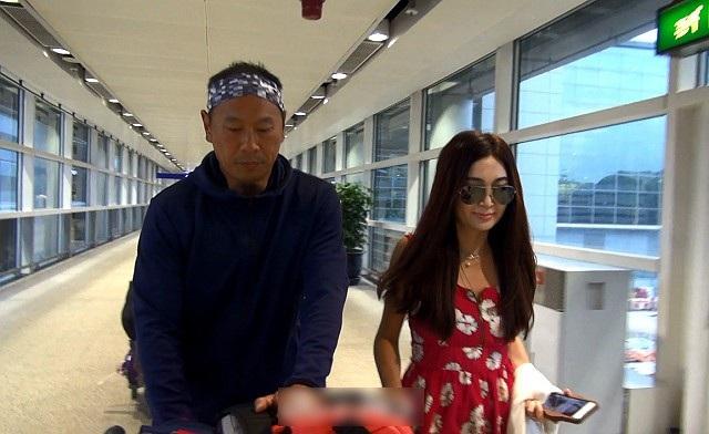 Chỉ 1 tháng sau khi tuyên bố ly thân, tháng 8/2017, cặp đôi lại xuất hiện tình tứ với nhau tại sân bay và khẳng định, gia đình họ sẽ lại hạnh phúc như xưa.