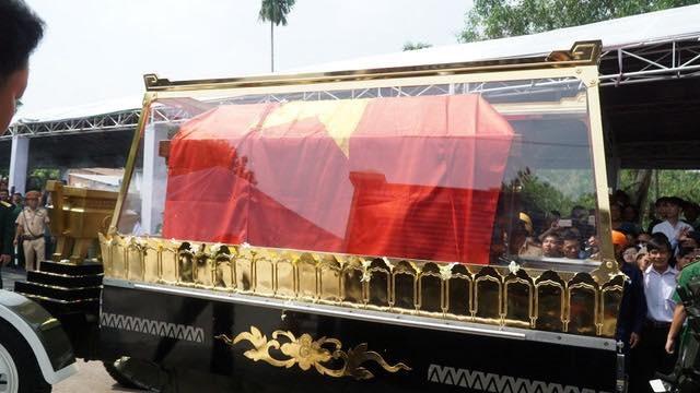 Nguyên Thủ tướng Phan Văn Khải được an táng bên mộ người vợ quá cố - 16