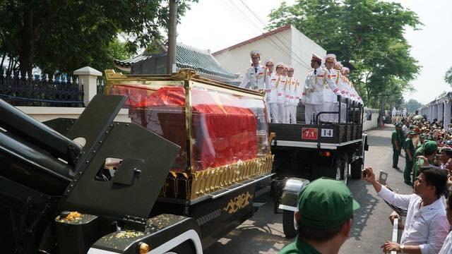 Nguyên Thủ tướng Phan Văn Khải được an táng bên mộ người vợ quá cố - 17