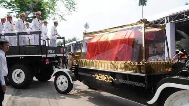 Nguyên Thủ tướng Phan Văn Khải được an táng bên mộ người vợ quá cố - 14