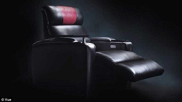 Cấu trúc của chiếc ghế VIP tại rạp chiếu Vue Cinema. Chiếc ghế này có phần để chân cảm biến điện tử. Khi anh Ateeq Rafiq cúi xuống nhặt điện thoại, đầu anh đã bị phần để chân của ghế tự động choãi xuống sâu hơn và… kẹp chặt.