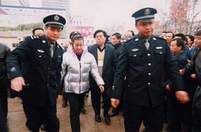 Lưu Hiểu Khánh bị bắt năm 2002 vì tội trốn thuế