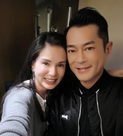 """Lý Nhược Đồng (trái) và Cổ Thiên Lạc (phải) gặp lại nhau sau 23 năm diễn xuất chung trong """"Thần điêu đại hiệp"""" (1995)."""