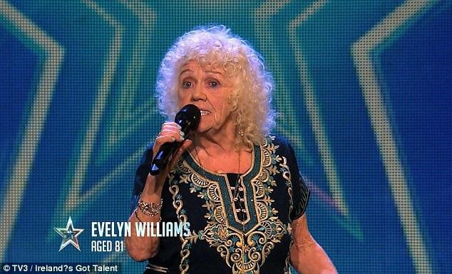 """Khi xuất hiện tại chương trình tìm kiếm tài năng """"Irelands Got Talent"""", bà cụ Evelyn đã thể hiện ca khúc """"Send In The Clowns""""."""