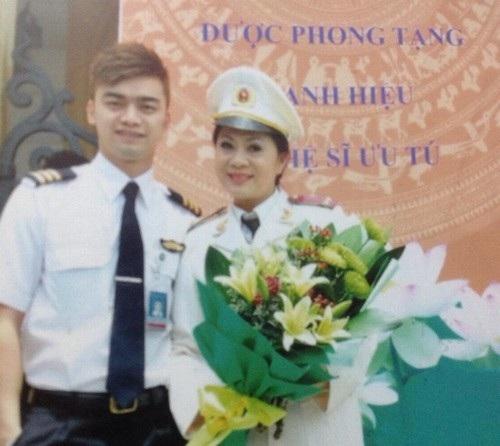 Hương Dung và cậu con trai Hà Duy từng là diễn viên nay đã là phi công.