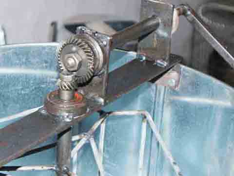 Một phần vật liệu được tận dụng từ  những chiếc xe máy hỏng.