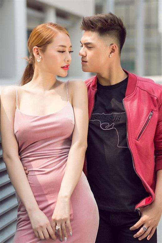"""Lâm Vinh Hải từng bị coi như """"kẻ tội đồ"""" vì chia tay người vợ 11 năm gắn bó và cặp cùng người yêu mới xinh đẹp hơn."""
