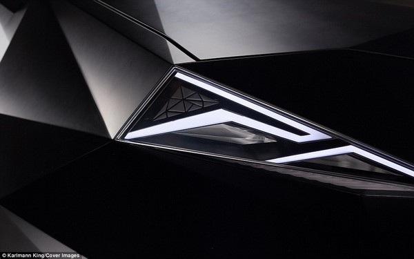 Phần đèn pha cũng được thiết kế góc cạnh