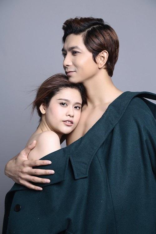 Tim và Trương Quỳnh Anh vướng tin đồn đã dọn ra ở riêng sau lùm xùm tình cảm nhưng cả hai không lên tiếng về vấn đề này.