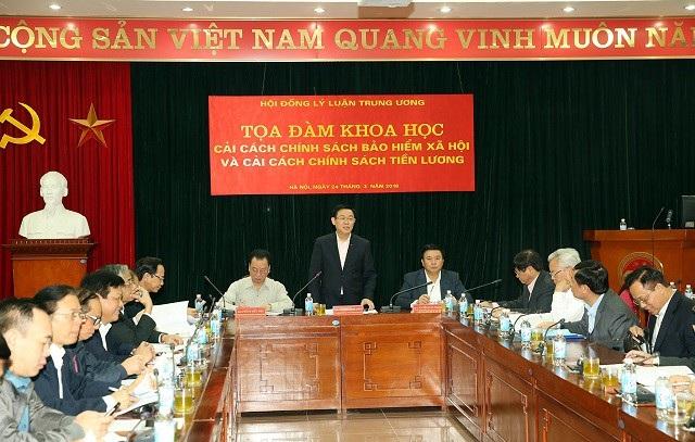 Phó Thủ tướng phát biểu tại tọa đàm khoa học.