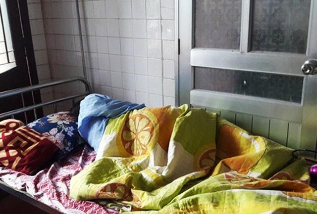 Giáo sinh P.T.H vẫn đang được theo dõi chặt chẽ tại Trung tâm chăm sóc sức khỏe sinh sản tỉnh Nghệ An do có dấu hiệu đe dọa sảy thai (Ảnh H. Thành).