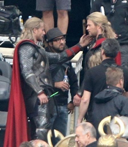 """Nếu trên phim trường """"Thor"""", bạn bỗng bắt gặp một người giống như Chris Hemsworth nhưng lại không phải Chris Hemsworth thì đó chỉ có thể là Bobby Holland Hanton, người đóng thế cho """"Thần Sấm"""". Trên thực tế, Bobby đã phải luyện tập tới 18 giờ mỗi tuần để có thể tham gia vào các cảnh quay hành động trong phim."""