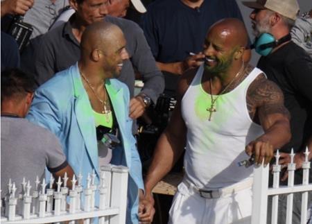 """Xuất thân là một đô vật chuyên nghiệp nhưng Dwayne The Rock Johnson đôi khi vẫn cần đến người em họ Tanoai Reed để đóng thế cho mình trong bộ phim """"Pain & gain"""" (2013)."""