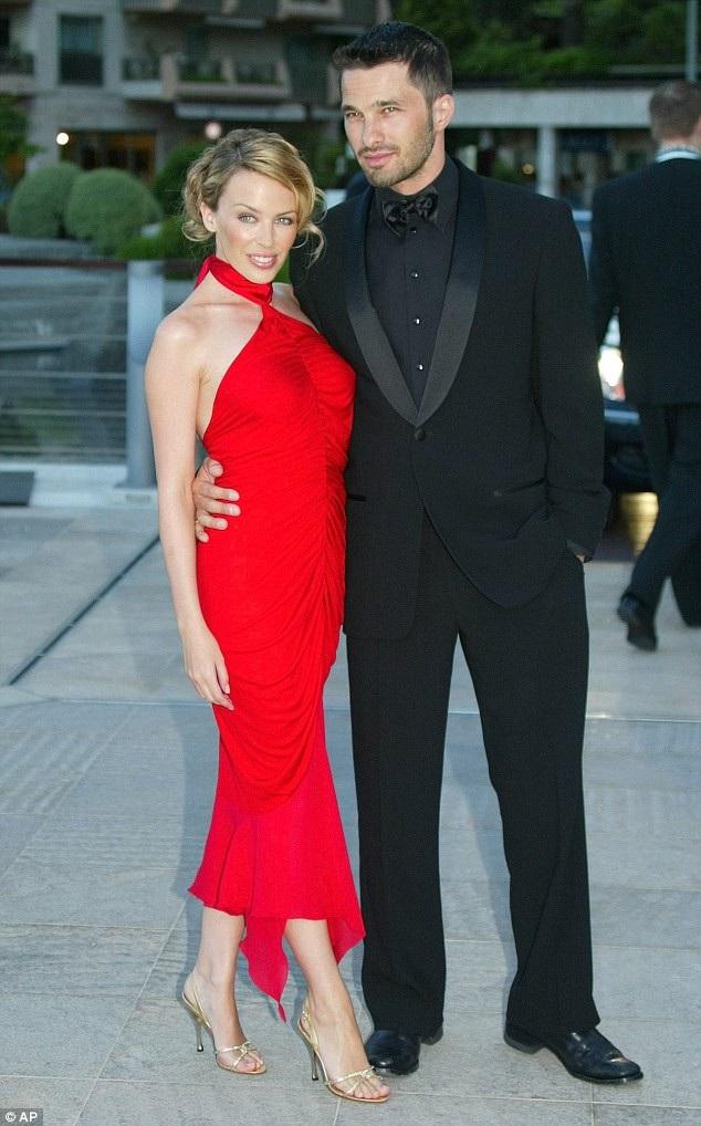 Kylie từng hẹn hò với nam diễn viên người Pháp Olivier Martinez từ năm 2003 đến năm 2007. Martinez đã ở bên Kylie như một người bạn trong giai đoạn cô điều trị ung thư vú sau đó.