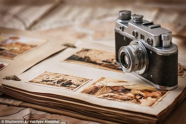 Trân trọng từng bức ảnh được chụp, đi rửa ảnh và đưa vào album cũng là việc khiến nhiều người cảm thấy nhớ.