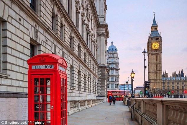 Những bốt điện thoại công cộng (trong ảnh là thành phố London, Anh) khiến không ít người hoài niệm.