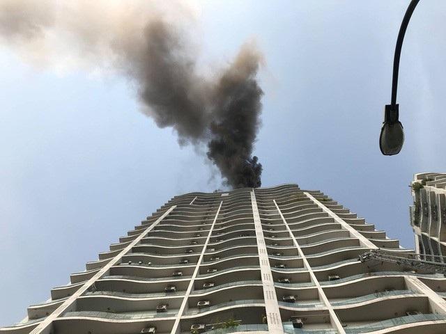 Chung cư cao cấp trên đường Hoàng Hoa Thám (TP Hà Nội) bị cháy lớn vào ngày 25/12/2017