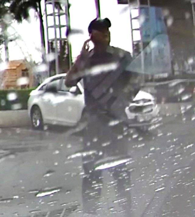 Một đối tượng nghi vấn gây ra vụ đập kích xe trộm tài sản mà cơ quan Công an đang truy tìm.