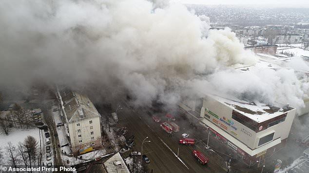 Đám cháy xảy ra tại trung tâm mua sắm Winter Cherry (Ảnh: AP)
