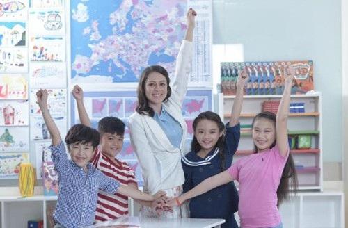 Tiêu chí hàng đầu khi lựa chọn một trung tâm tiếng Anh là đội ngũ giảng viên tốt nghiệp cử nhân hoặc thạc sĩ.