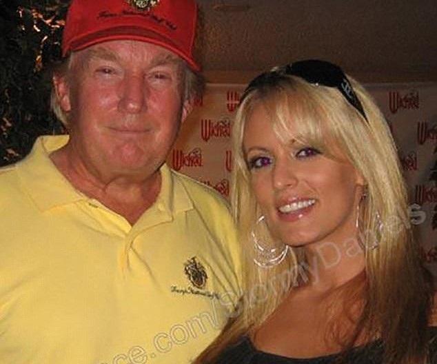 Cô Clifford chụp hình với Tổng thống Mỹ Donald Trump năm 2006. (Ảnh: Stormy Daniels / My Space)