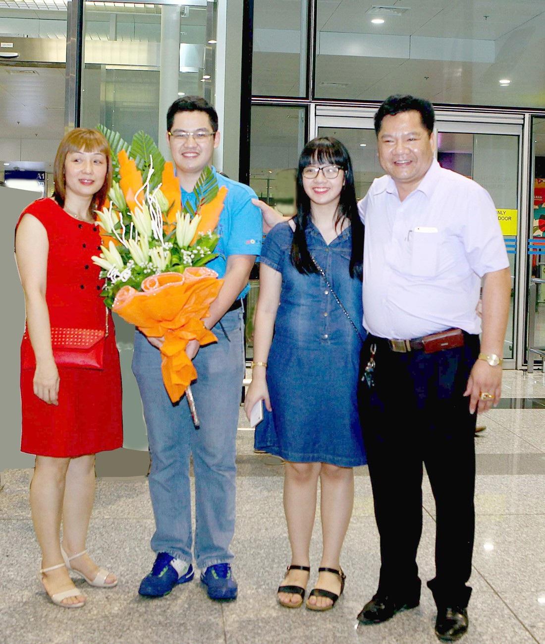 Gia đình luôn sát cánh, hỗ trợ Đức Tài trong hành trình chinh phục giấc mơ đặt chân vào đại học Mỹ để viết tiếp đam mê Toán học.