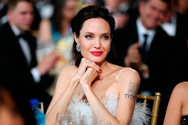 Nữ diễn viên 42 tuổi xuất hiện xinh đẹp tại lễ trao giải Critics Choice 2018, tháng 3/2018.