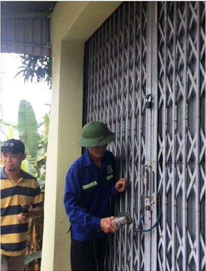Người của gia đình ông Đồng ngang nhiên cắt khóa để vào khi căn nhà chưa được bàn giao.