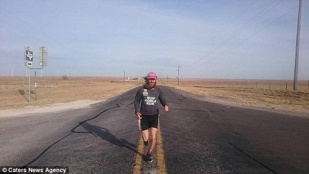 Rob Pope (39 tuổi) đến từ thành phố Liverpool, Anh, đã dành ra hai năm để chạy việt dã nhằm tái hiện lại trong đời thực chặng hành trình mà nhân vật Forrest Gump đã từng thực hiện trên màn ảnh.