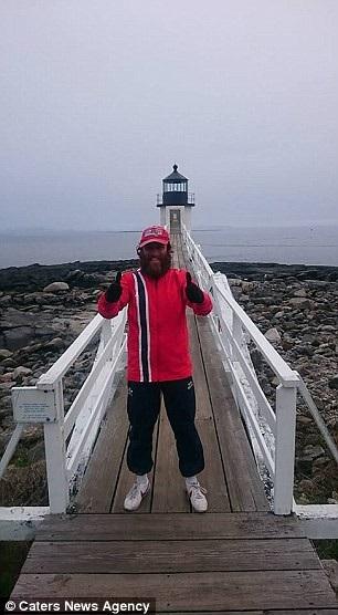 Chặng hành trình đã đưa Rob qua nhiều địa điểm xuất hiện trong phim, chẳng hạn như ngọn hải đăng Marsall Point nằm ở thị trấn St. George, bang Maine, Mỹ.