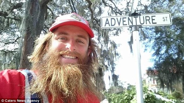 Rob bắt đầu cuộc chạy với bộ trang phục lấy cảm hứng từ nhân vật Forrest Gump, trong quá trình thực hiện cuộc chạy, Rob cũng thực hiện những thay đổi diện mạo giống như Forrest, chẳng hạn giờ đây anh đã có một bộ râu dài.