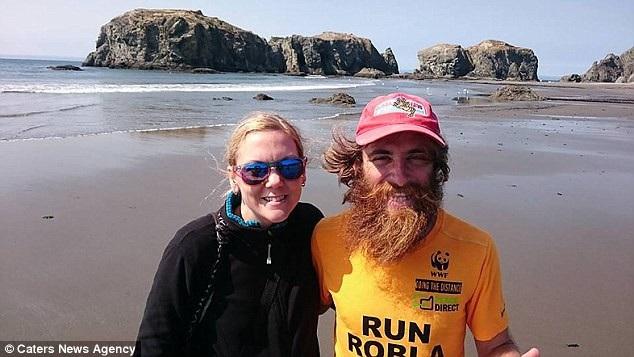 Trong cuộc chạy, Rob đã trải qua những lúc nhiệt độ lên tới 40 độ C và có lúc xuống tới âm 18 độ C. Trong ảnh là Rob và bạn gái.