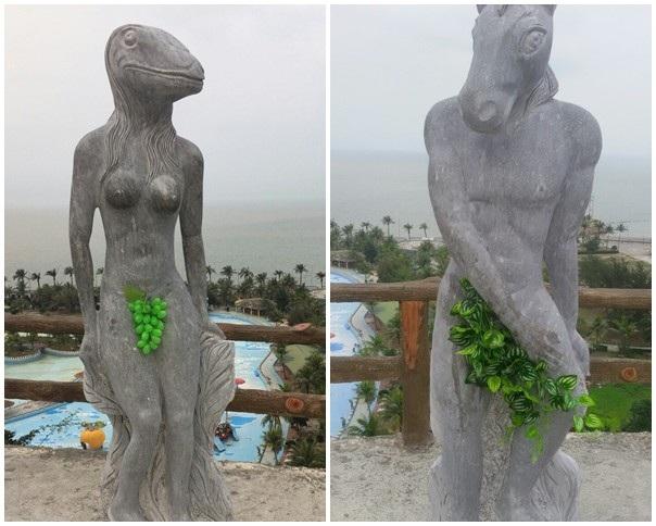 Trước khi chờ ý kiến chỉ đạo của các cơ quan chức năng, các bức tượng được che chắn các bộ phận nhạy cảm bằng cây, lá nhựa