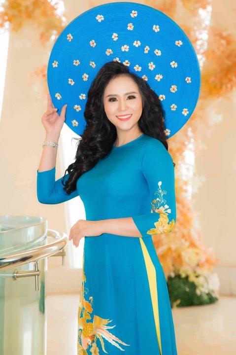 """Mãn nhãn với BST áo dài """"Vạt nắng"""" của Nữ hoàng Hoa hồng Bùi Thị Thanh Hương - 2"""