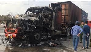 Xe container cháy rụi giữa phố (ảnh minh họa)
