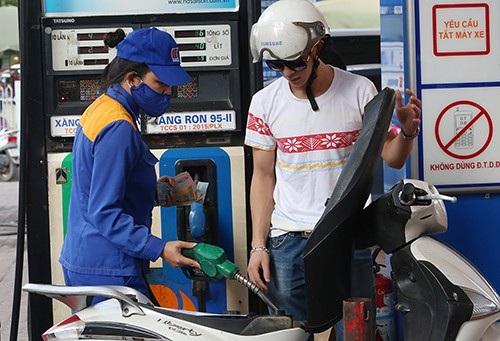 Xăng dầu nhập khẩu từ Hàn Quốc, ASEAN về Việt Nam đang tăng giá (Ảnh minh họa)
