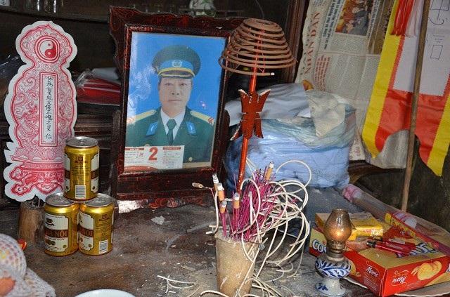 Không lâu sau người cha bị tai biến, thì người con trai duy nhất bị mất đi tính mạng vì tai nạn giao thông