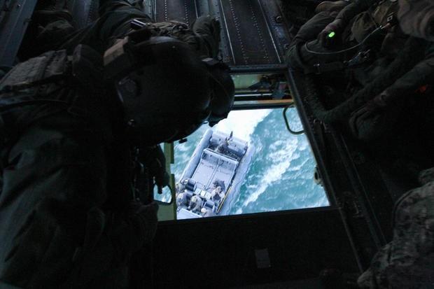 Lực lượng Night Stalkers (Theo dõi ban đêm) là một trong những lực lượng đặc nhiệm nổi tiếng nhất nước Mỹ và thế giới. Họ là chuyên gia trong việc thực hiện những nhiệm vụ tác chiến ban đêm. Night Stalker trực thuộc Trung đoàn Không quân đặc nhiệm số 160. Một trong những nhiệm vụ nổi tiếng nhất mà họ từng phối kết hợp với các đơn vị đặc nhiệm khác chính là vụ tấn công và tiêu diệt trùm khủng bố Osama bin Laden.