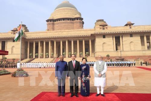 Chủ tịch nước Trần Đại Quang và Phu nhân cùng các nhà lãnh đạo Ấn Độ tại lễ đón (ảnh: TTXVN)