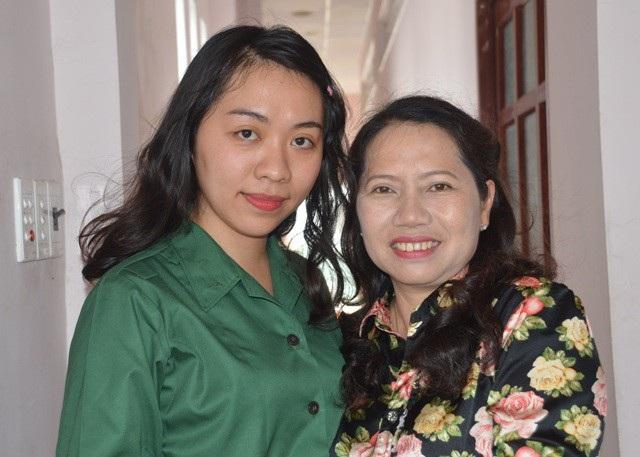Lưu Kiều Diễm và mẹ.
