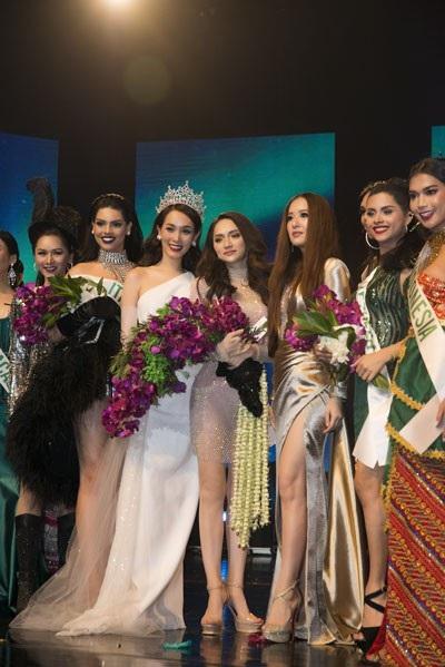 Hương Giang xuất sắc giành giải Tài năng.