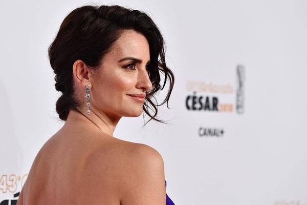 Cận cảnh gương mặt xinh đẹp của ngôi sao 44 tuổi