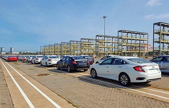 Xe Honda miễn thuế nhập từ Thái Lan về Việt Nam tại cảng Hiệp Phước, TP HCM. Ảnh: Giao Thông