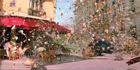 """Christopher Nolan vốn nổi tiếng với việc hạn chế tối đa công nghệ CGI khi quay phim. Và trong một cảnh quay tưởng tượng trong mơ ảo diệu của phim """"Inception"""", đoàn làm phim đã sử dụng hàng loạt súng bắn khí cùng với những chiếc máy quay đặc biệt ghi lại được tới 1500 khung hình/giây."""