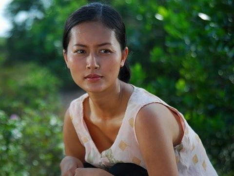 """Năm 2010, Đỗ Hải Yến tham gia là Cánh đồng bất tận với vai Sương. Sương là một gái điếm """"chuyên"""" hành nghề với những gã trai quê cục súc, nghèo khổ. Họ trả cho Sương có khi là một nải chuối xanh, có khi là đôi ba quả trứng."""